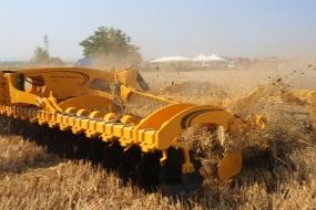 Почвообработваща техника Agrisem представи фирма Стойчеви пред фермери от Северна България
