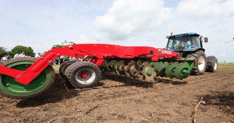 Почвообработващи машини Great Plains показаха СД Стойчеви край Добрич