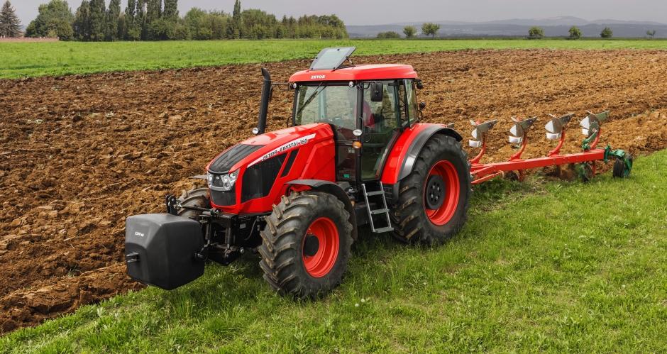 Стойчеви организира полеви презентации на новите трактори ZETOR (ПРОГРАМА)